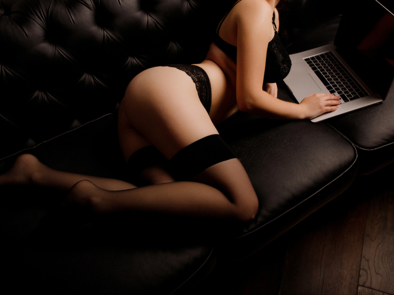 Digital Flirting Secrets That Will Make Her Want You The Second Lockdown Is Over